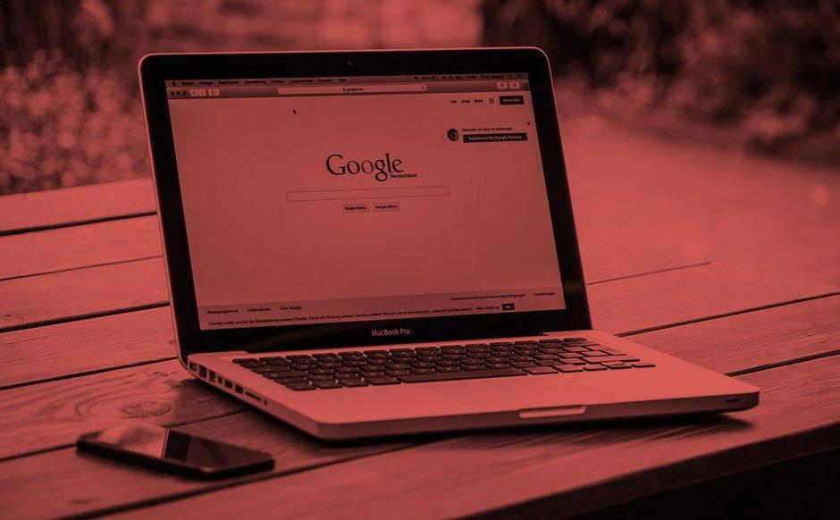 Mac Book mit Google Suchmaske